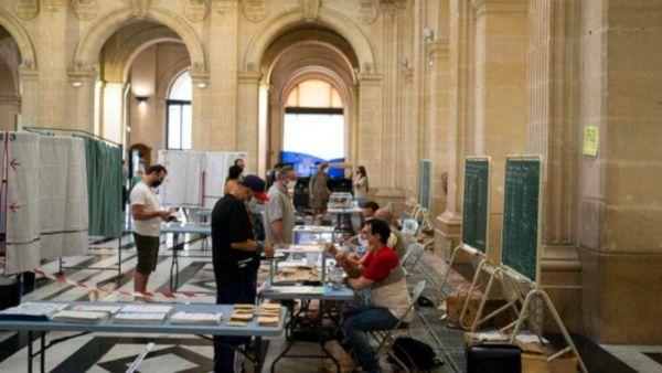 Francia elige a sus autoridades regionales en segunda vuelta