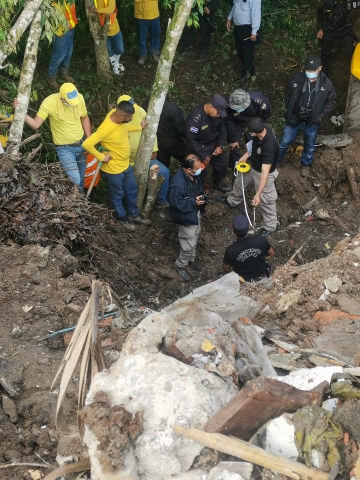 Fiscalía realiza exhumación de un cuerpo en carretera Panamericana
