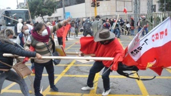 Atacan a simpatizante de Castillo en Perú