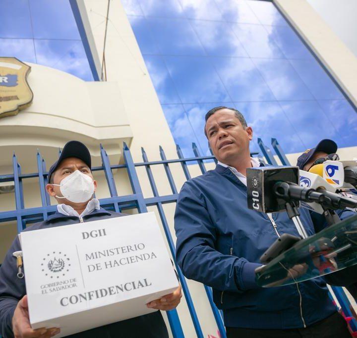 Ministro de Hacienda presenta ocho casos de posible evasión fiscal a la FGR