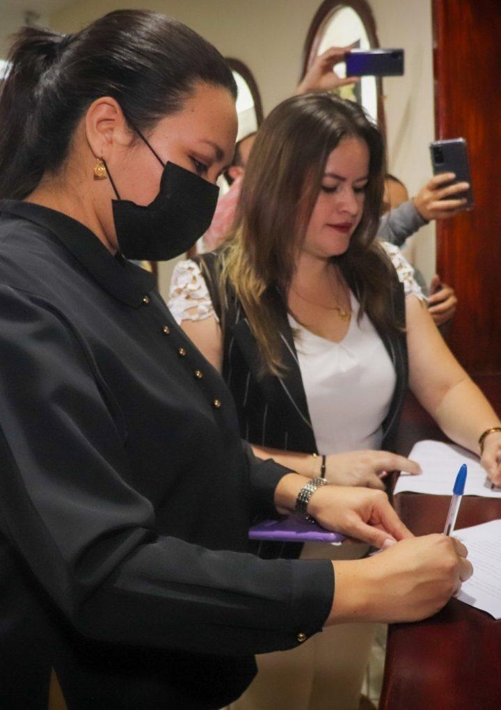 Diputadas del FMLN proponen revisar salario mínimo cada año