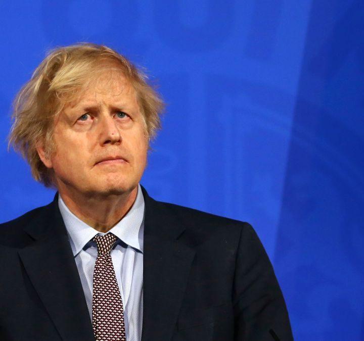 Boris Johnson prolonga restricciones debido a variante Delta de COVID-19