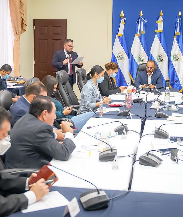 Bancada Cyan crea Comisión de Sobresueldos