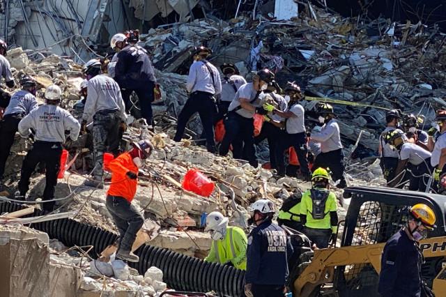 Miami pasa del rescate a la recuperación de cadáveres