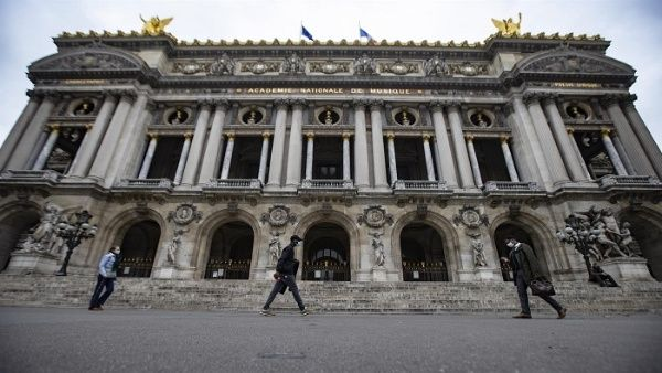 Francia exige certificado sanitario para estar en lugares públicos