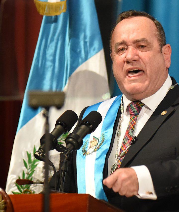 Organizaciones sociales piden renuncia de presidente de Guatemala