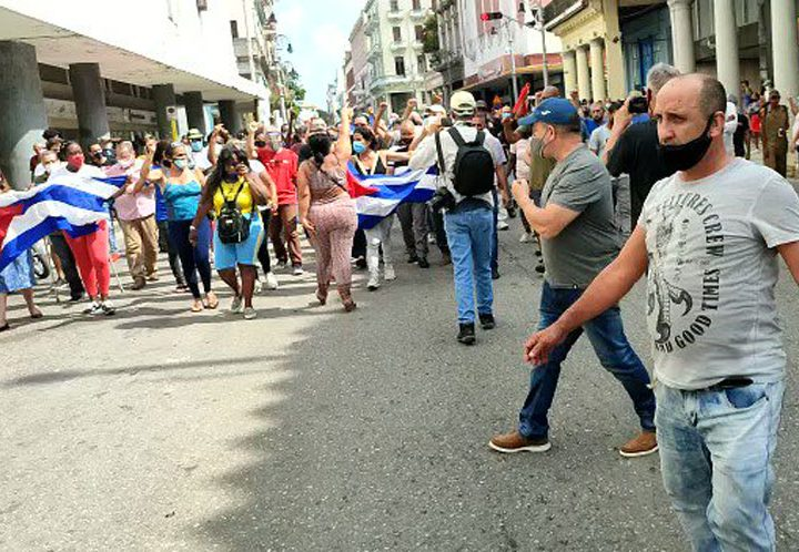 Marchan en capital de Cuba en apoyo a Revolución