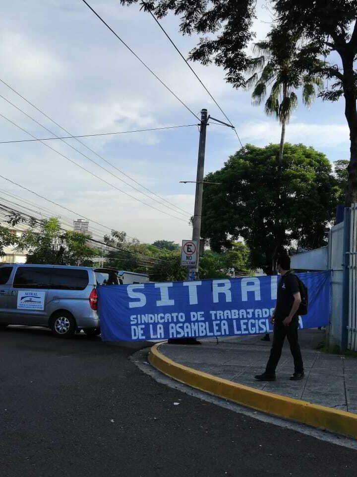 Oficialismo intenta deslegitimar protesta de SITRAL