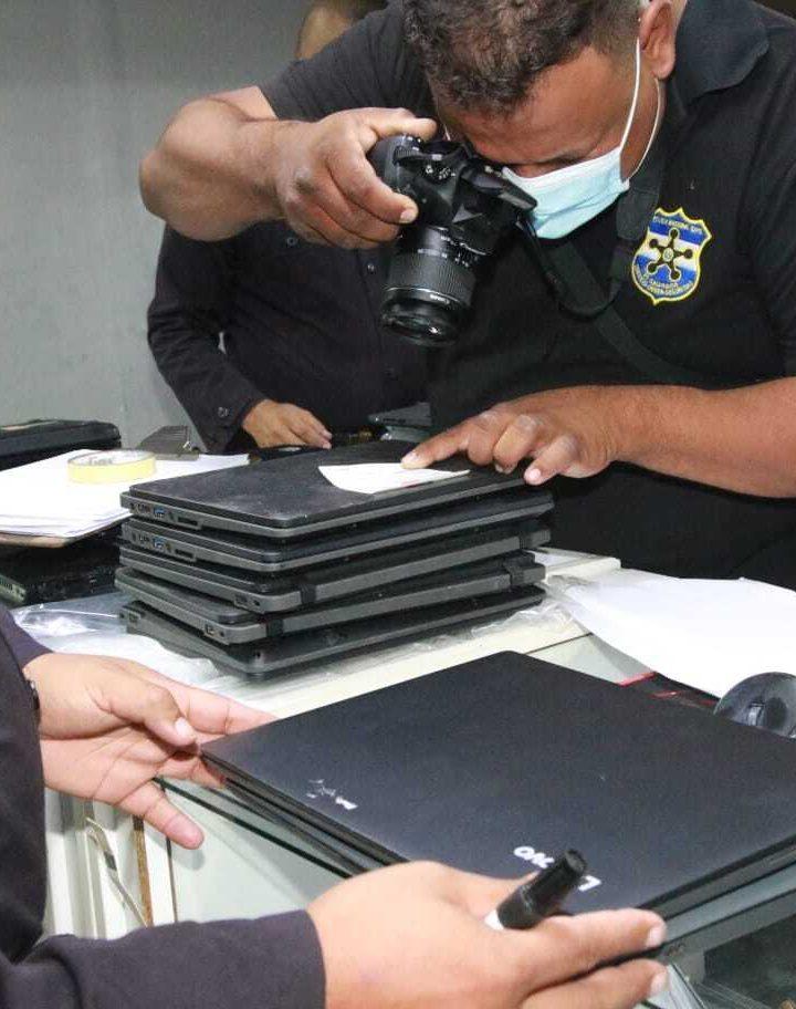 FGR encuentra computadoras robadas del MINED en centro comercial de San Salvador