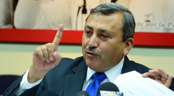 Asamblea Legislativa sancionará a Carlos Reyes por no presentarse a trabajar
