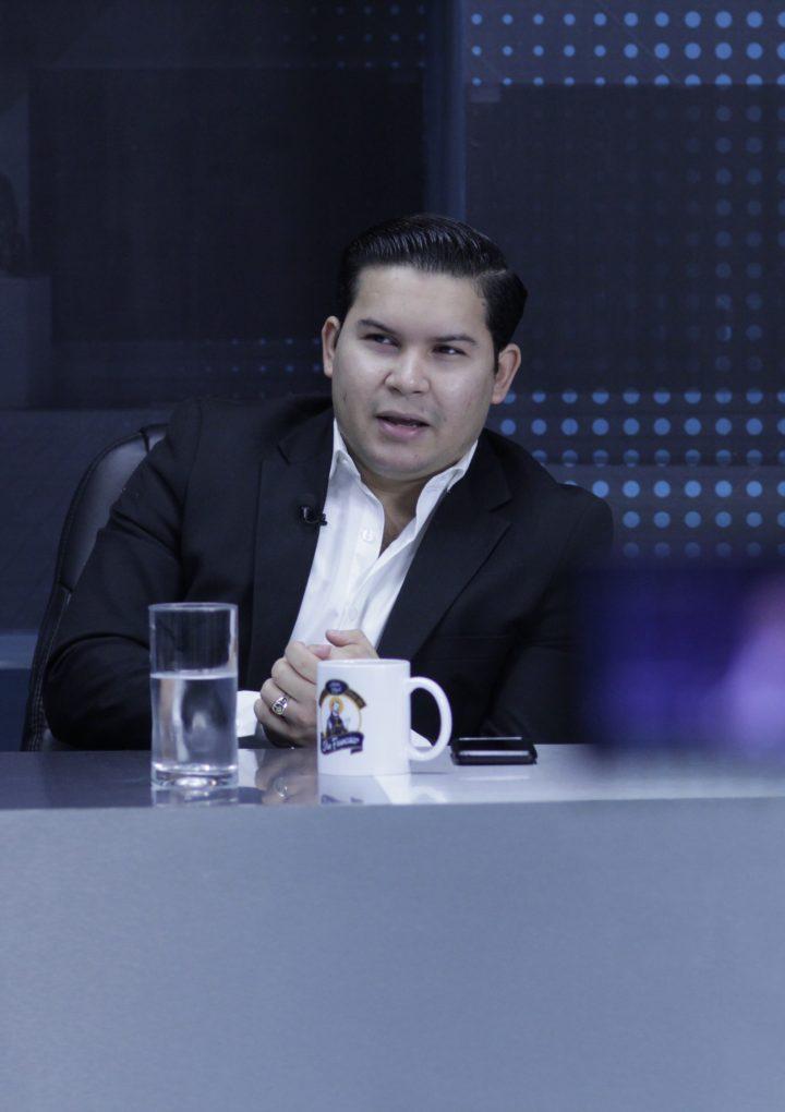 «Los diputados quieren mantener dormidos a los salvadoreños»