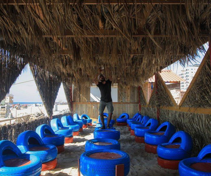 Palestinos construyen café ecológico para conciencia de reciclaje