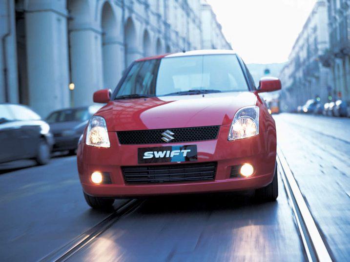 Autos de segunda mano abarrotan el mercado del Reino Unido