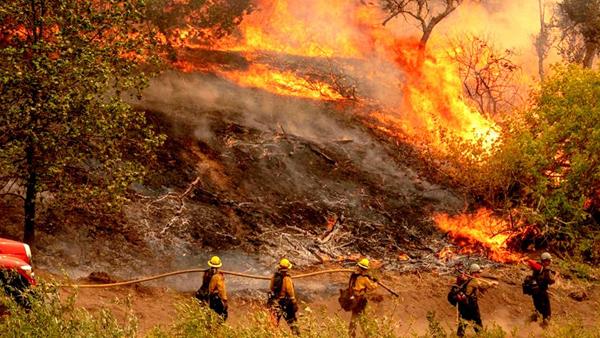 Persiste el fuego Calder en California