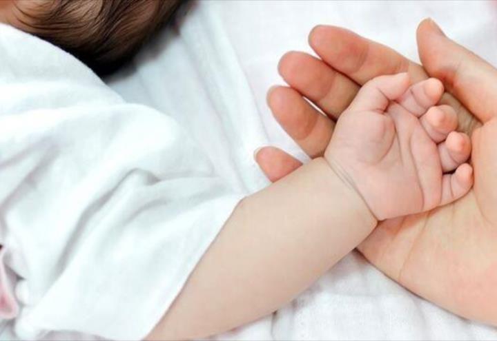 Fallece primer neonato por Covid en Francia