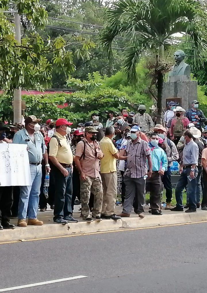 Excombatientes del conflicto exigen a Hacienda presupuesto para pensiones