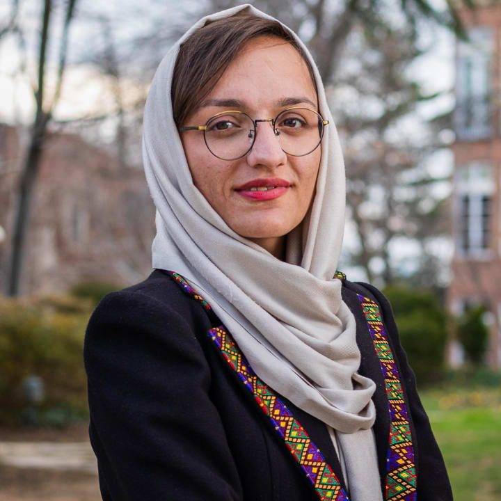 """""""Estoy sentada esperando a que vengan. Ellos vendrán por gente como yo y me matarán"""" – alcaldesa de ciudad afgana"""