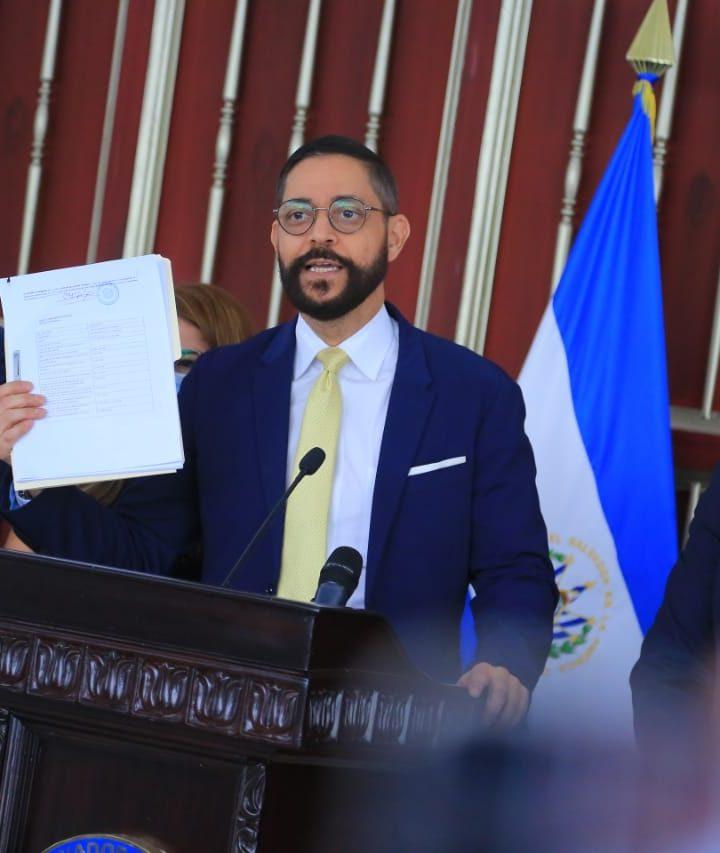 Comisión de sobresueldos convoca a Luis Mario Rodríguez, Darlyn Meza y Herman Rosa Chávez