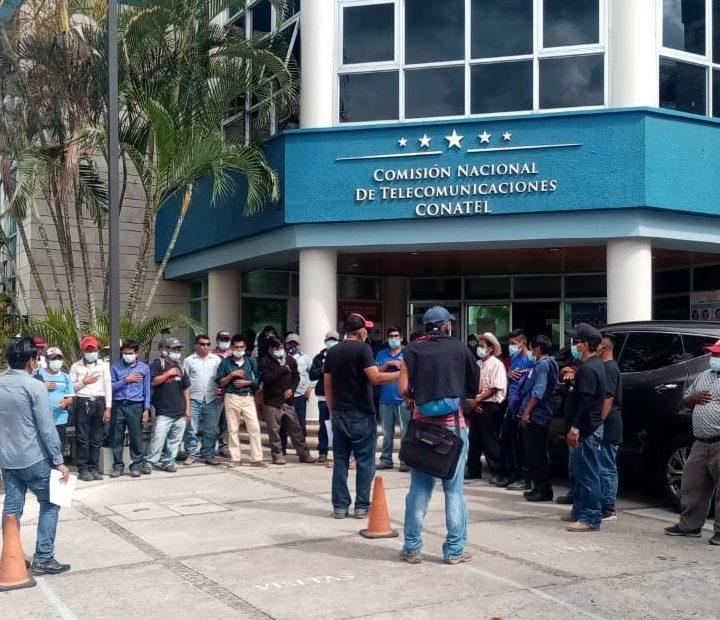 Protestas por persecusión a las radios comunitarias indígenas en Honduras