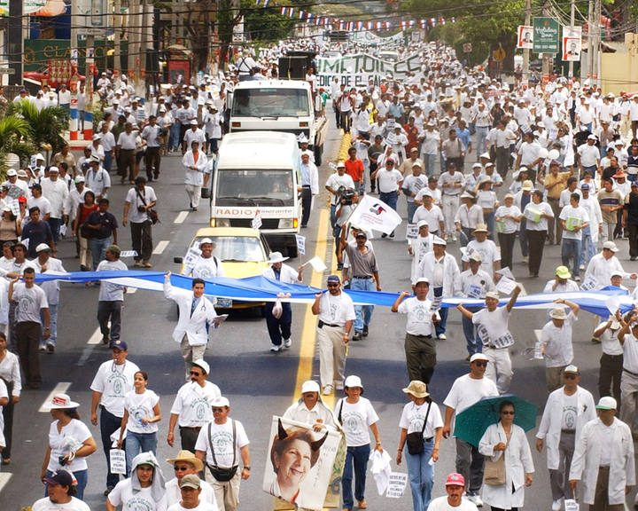 Reformas a la Constitución otorgaría derecho a la huelga a trabajadores públicos