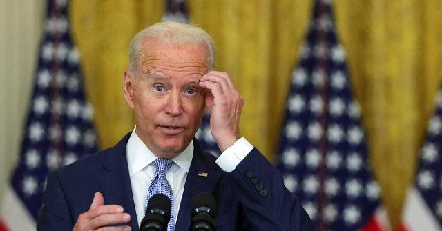 Presidente Biden y su secretaria de prensa de vacaciones durante crisis de Afganistán