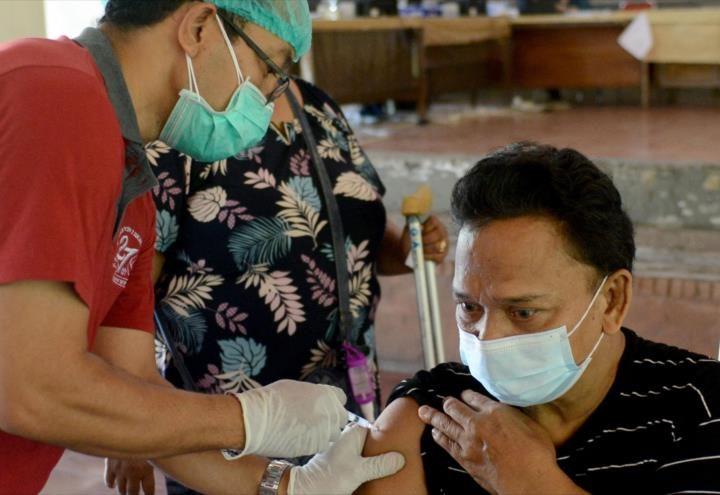 Científicos británicos confirman que vacunarse evita síntomas graves por Covid19