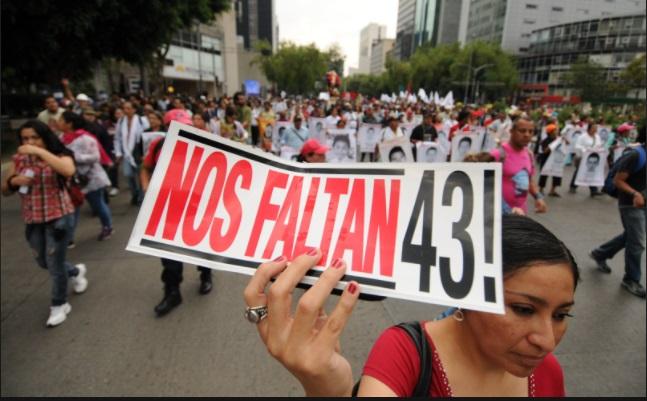 México marcha por los 43 estudiantes de Ayotzinapan