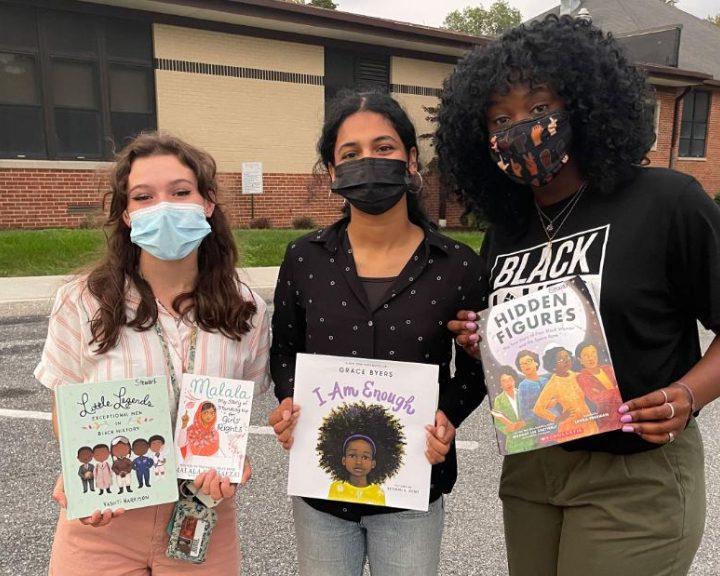 Estados Unidos prohibirá ciertos libros en planilla educativa