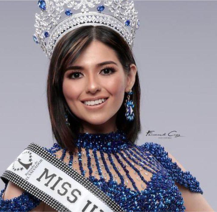 Miss salvadoreña rechaza peligro para la democracia en el país