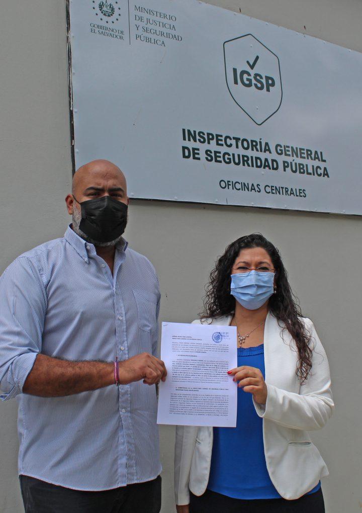 APES y Cristosal denuncian a la policía ante la Inspectoría General de Seguridad Pública