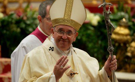Papa convoca a histórica consulta en el catolicismo