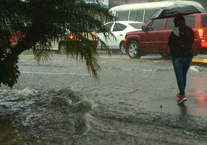 Medio Ambiente prevee continuarán lluvias para este lunes